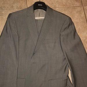 Hugo Boss men's dress suit 38S with hangers.